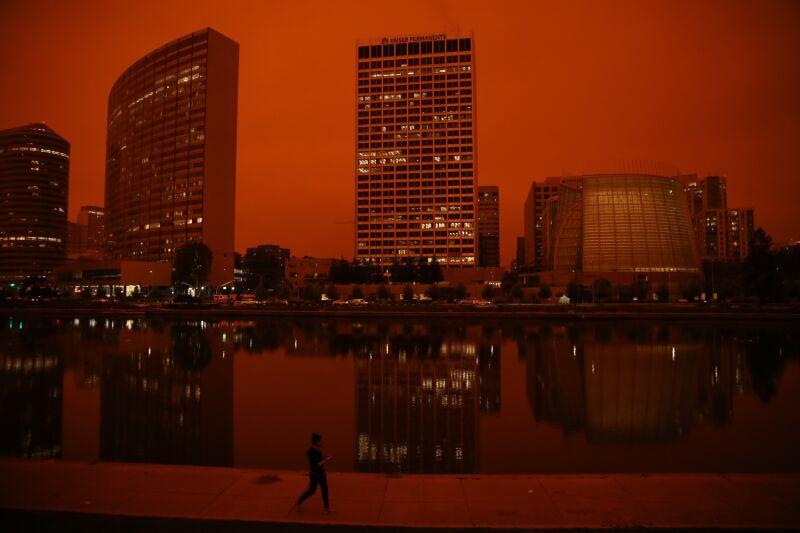 W San Francisco niebo zrobiło się pomarańczowe (Yalonda M. James/The San Francisco Chronicle/Getty Images)