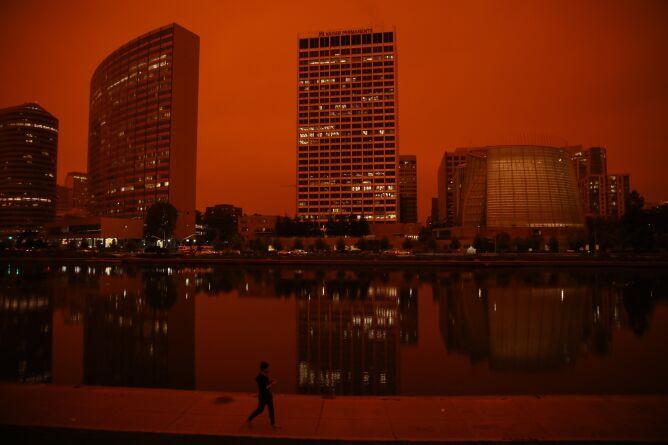 W Oakland niebo zrobiło się pomarańczowe (Yalonda M. James/The San Francisco Chronicle/Getty Images)