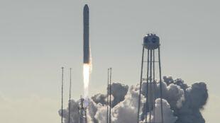 """""""Kosmiczny piekarnik"""" leci na ISS. Astronauci będą piec ciastka"""